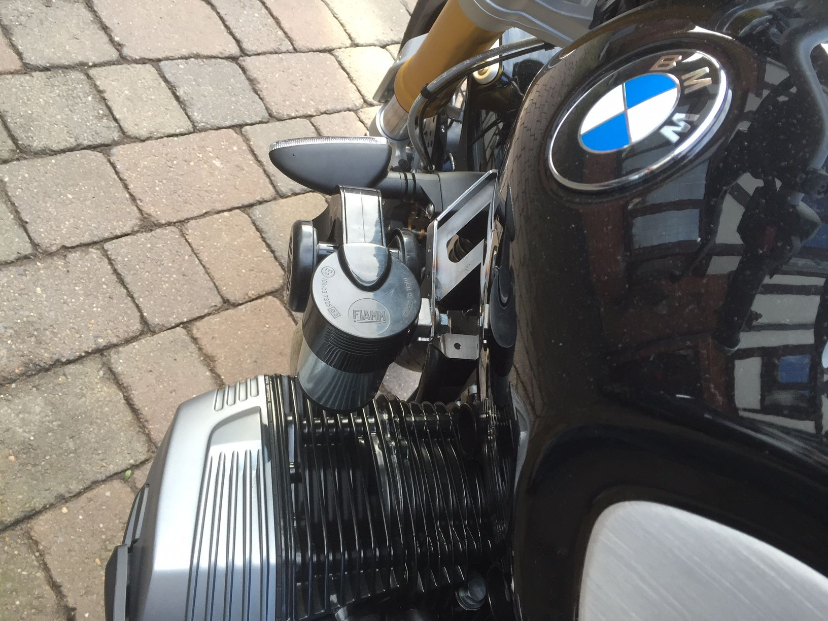 Astounding Bmw R9T Horn Upgrade Bracket And Wiring Wiring 101 Olytiaxxcnl